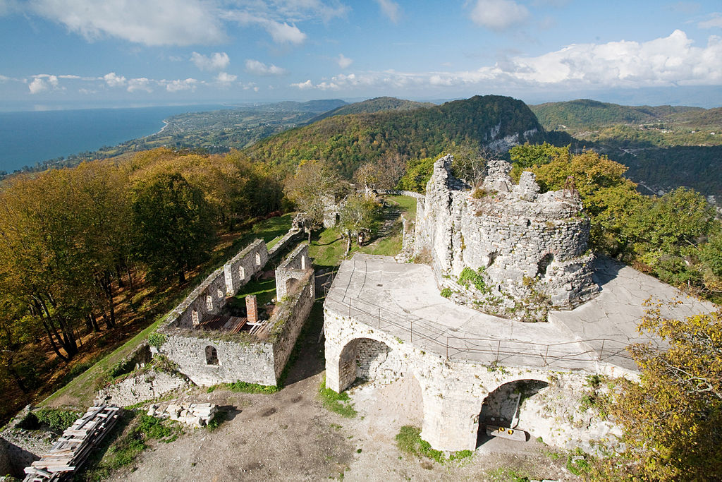 """фото по запросу """"Достопримечательности Абхазии: Анакопийская крепость"""""""