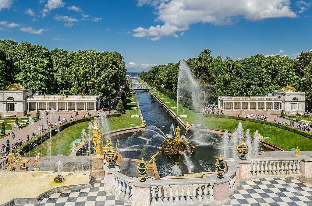 достопримечательности Петербурга: фонтаны в Петергофе