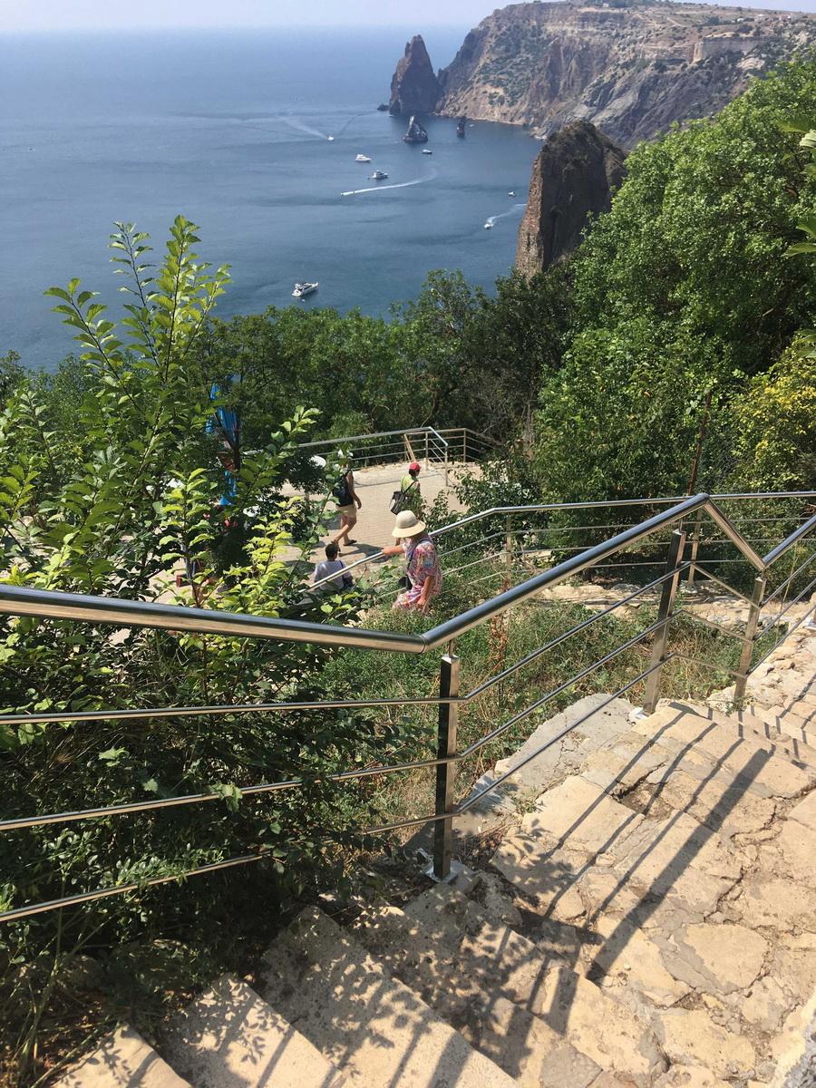 Мыс Фиолент, Крым: Георгиевский монастырь, Яшмовый пляж, лестница